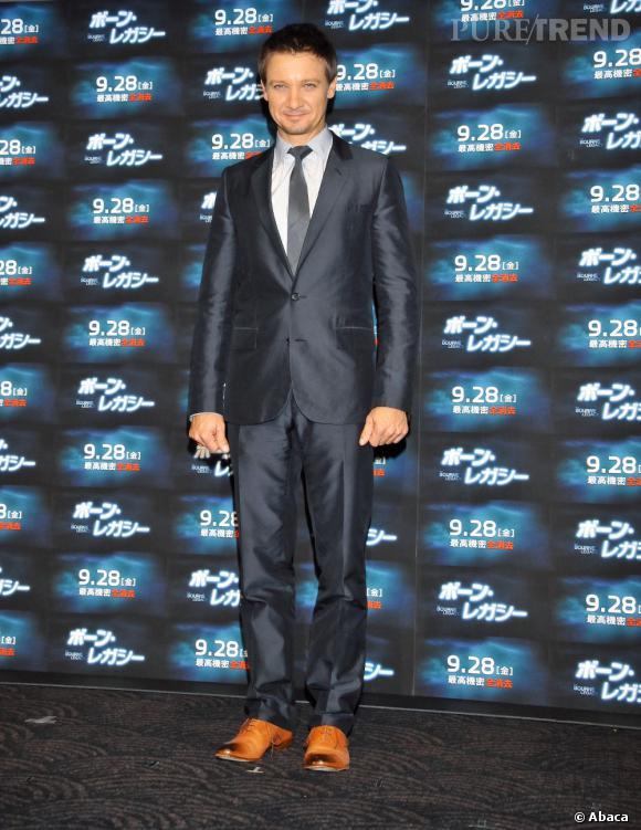 """Jeremy Renner. Certes, ce n'est pas vraiment une nouvelle tête. Mais grand habitué des seconds rôles, l'acteur s'offre une nouvelle carrière avec """"Jason Bourne"""". On va donc (enfin) le découvrir version héro."""
