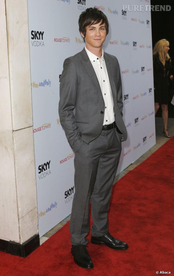 """Logan Lerman, la bouille d'ado. Du haut de ses 20 ans, Logan a déjà un joli cv film (""""Le nombre 23"""" ou encore """"L'effet papillon""""). Mais à la rentrée il revient dans deux nouveaux projets dont il tient la vedette : """"The Perks of Being a Wallflower"""" avec Ezra Miller et Emma Watson et """"Percy Jackson""""."""