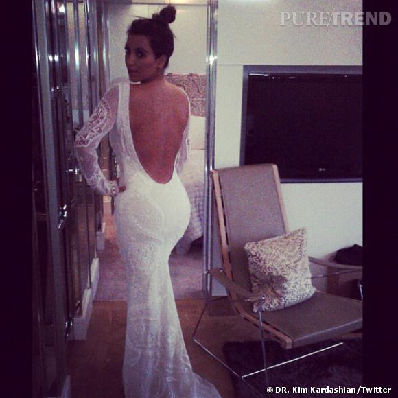 Kim Kardashian en pleins essayages de robe de mariée...