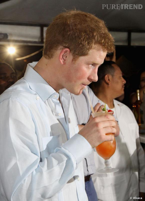 Éméché, le Prince aurait fait des câlins aux invités. Nu.