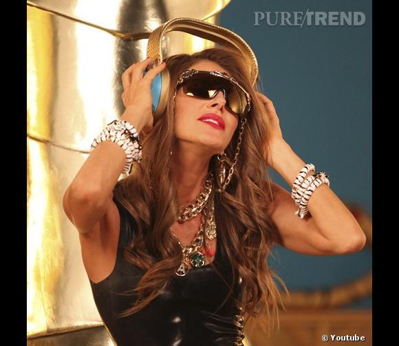 """Anna Dello Russo sort son nouveau clip """"Fashion Shower""""."""