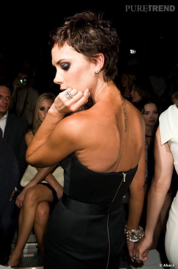 Le tatouage sur la nuque aussi peut être sexy... n'est-ce pas Victoria Beckham ?