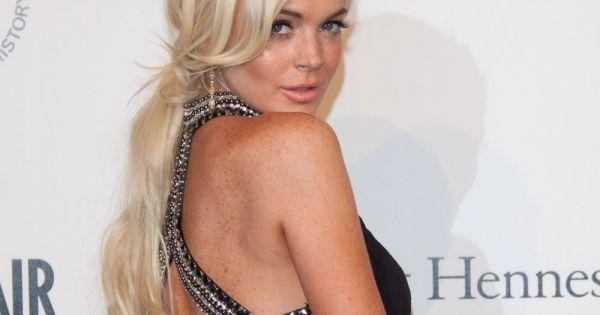 Lindsay Lohan, sa poitrine se fait la malle - Publicfr