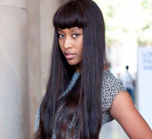 Les street styles beauté de la Fashion Week de LondresV.V. Brown, c'est une frange et des cheveux longs parfaitement lissés. Une vraie marque de fabrique qu'on retrouve à la Fashion Week de Londres. Côté make-up, la chanteuse se contente d'un trait de khôl.