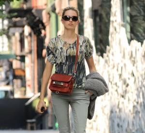 Karolina Kurkova, le kaki au top... A shopper !