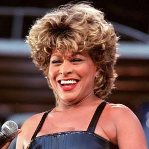 Tina Turner, une des premières à avoir affiché le blond.