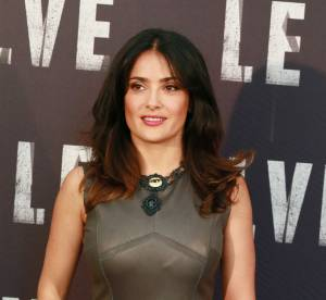 Salma Hayek : petite bombe mode pour la première de Savages à Rome