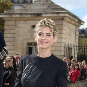 Alice Taglioni virevolte à son arrivée chez Dior.