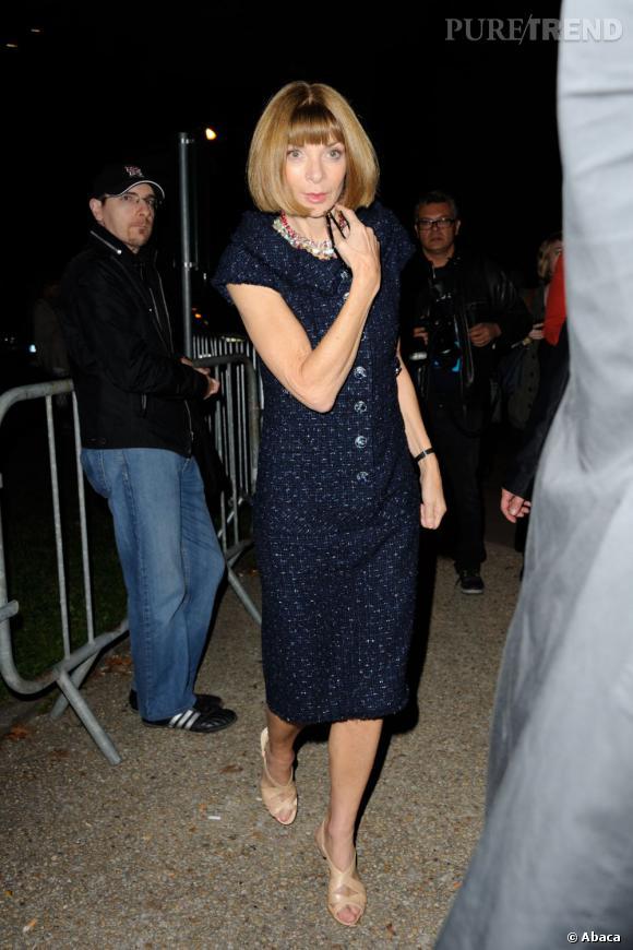 Anna Wintour, bleu nuit au défilé Saint Laurent Paris.