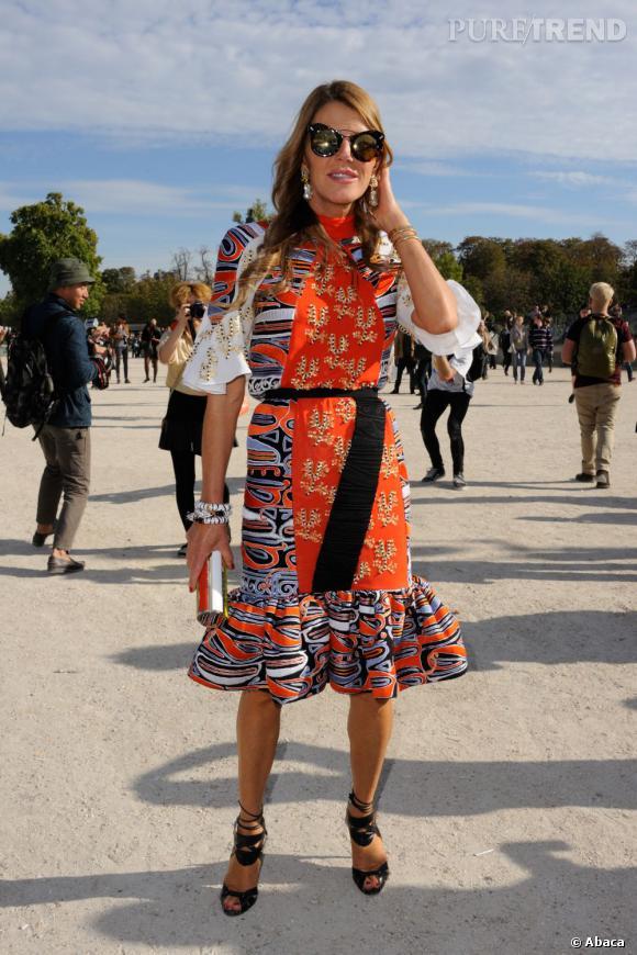 Anna Dello Russo détonne au défilé Chloé.