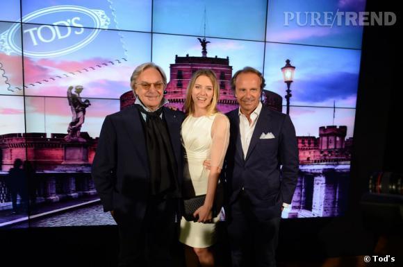 Scarlett Johansson prend la pose avec Diego et Andrea Della Valle, les propriétaires de Tod's.