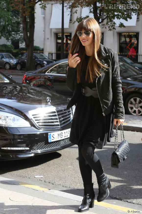 Jessica Biel, un look bien calibré à Paris.