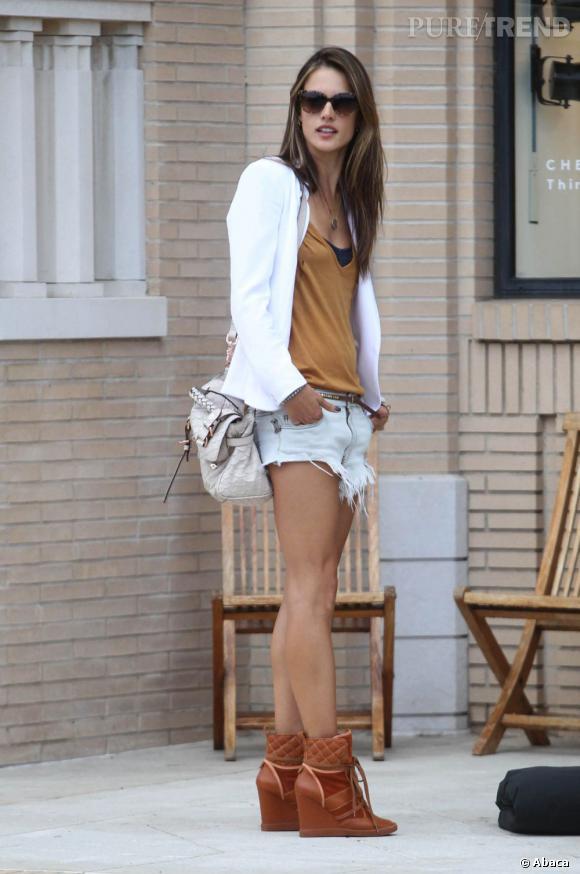 Alessandra Ambrosio, sexy et mode à Los Angeles.