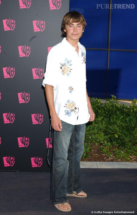 En 2004 :  Zac Efron confond red carpet et beach party. Il ne quitte ses tongs en aucun cas.