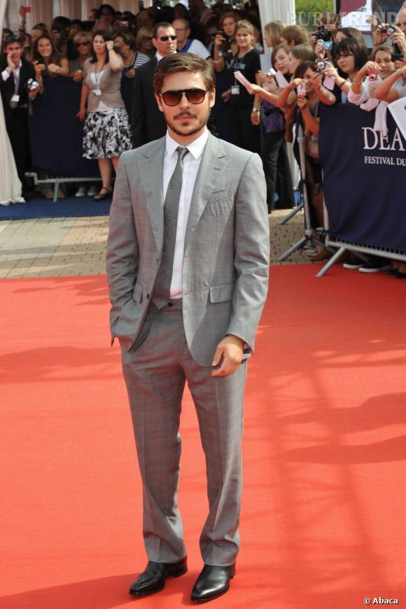 En 2010 :  Look de beau gosse qui ne s'ignore pas, Zac Efron s'est reconverti en fashionista.