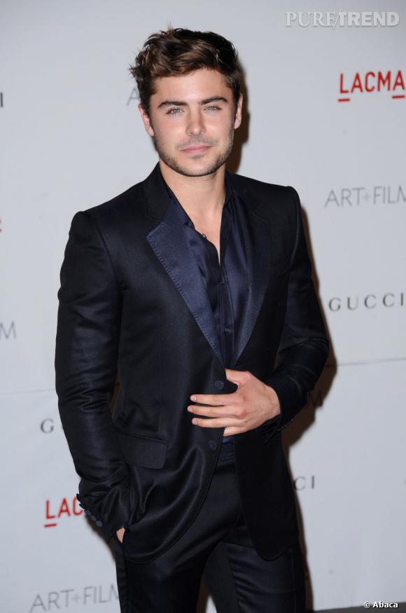 En 2012 :  Mèche qui va bien et costume bleu nuit, Zac Efron a tout bon.