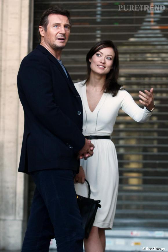 """Olivia Wilde, divine à côté du grand Liam Neeson, sur le tournage de """"The Third Person""""."""