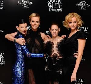 """L'actrice et top model joue la mère de Kristen Stewart dans """"Blanche-Neige"""". Elle a donc passé toute la promotion à ses côtés : oups !"""