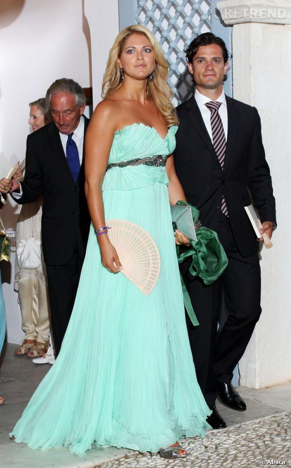 Princesse Madeleine, dans une longue robe verte resplendit.