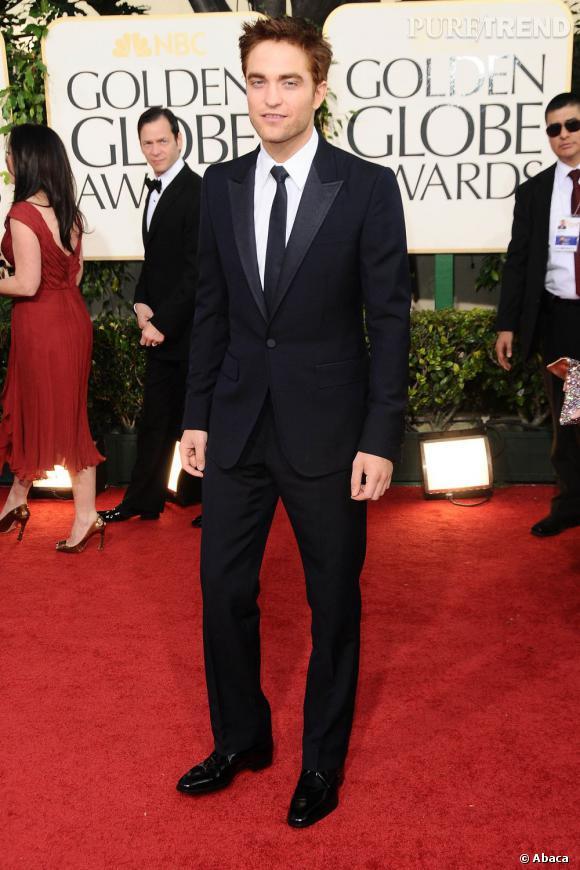 Robert Pattinson est toujours très  élégant dans des costumes ajustés.