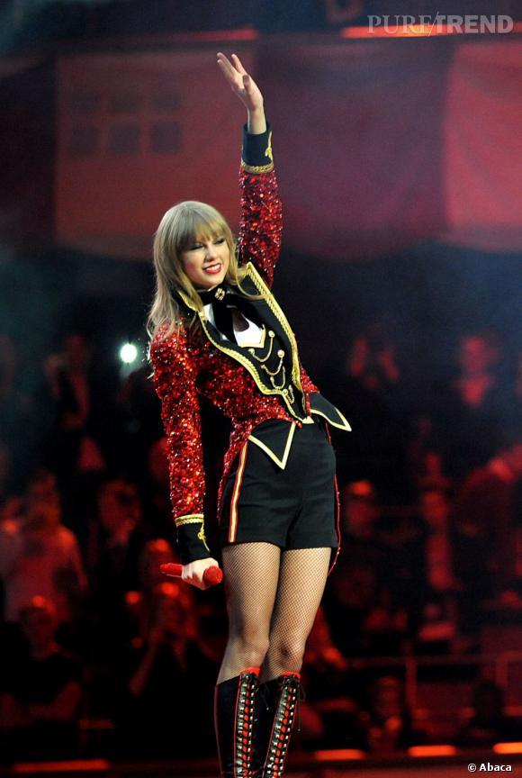 Taylor Swift révèle tout son potentiel de bête de scène lors des MTV EMA 2012 à Francfort.