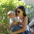On ne se lasse pas de croiser Miranda Kerr et son adorable bébé.
