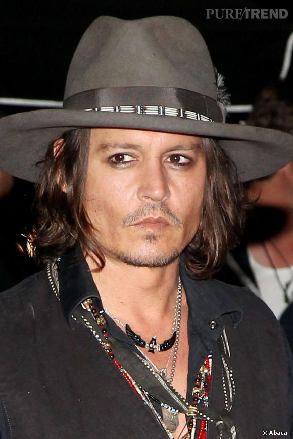 Johnny Depp a ses lubies. Dessiner le contour de ses yeux au crayon noir en est une.