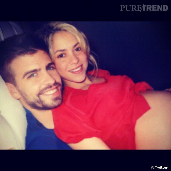 Shakira partage avec ses fans une photo de son joli ventre de femme enceinte.