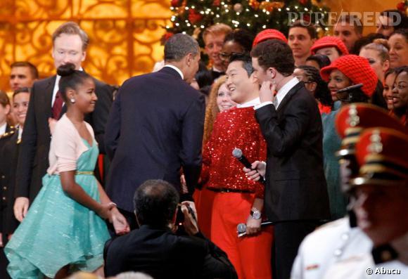 Malgré les commentaires anti-amériains que le rappeur avait dit en 2004, il a quand même participé au show de Noël du président Barack Obama !