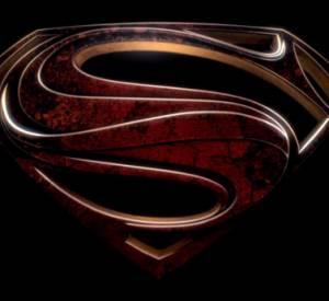 Dans la bande-annonce, on retrouve un Superman tiraillé, torturé, plein de doutes et de questions.