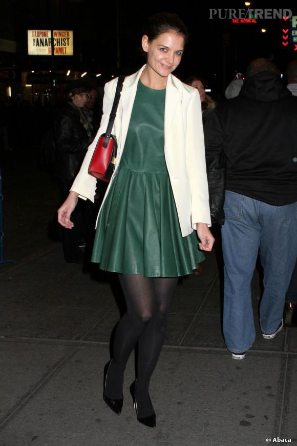 Katie Holmes, une babydoll en cuir à New York.
