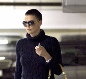 Charlize Theron, allure tom boy et coupe garconne a Los Angeles