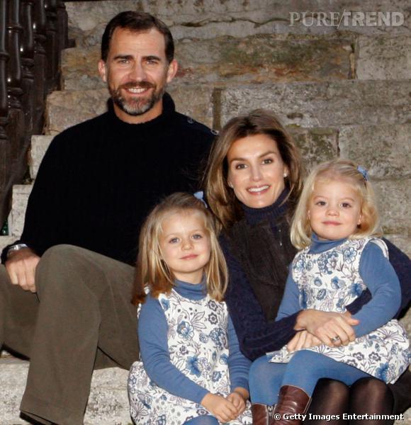 Le prince et la princesse d'Espagne prennent la pose avec les infantes.