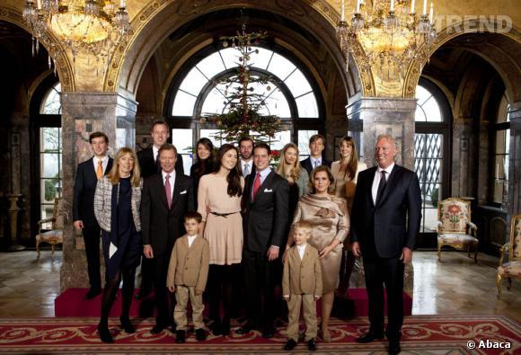 Le Prince du Luxembourg et sa fiancée entourée de leurs proches.