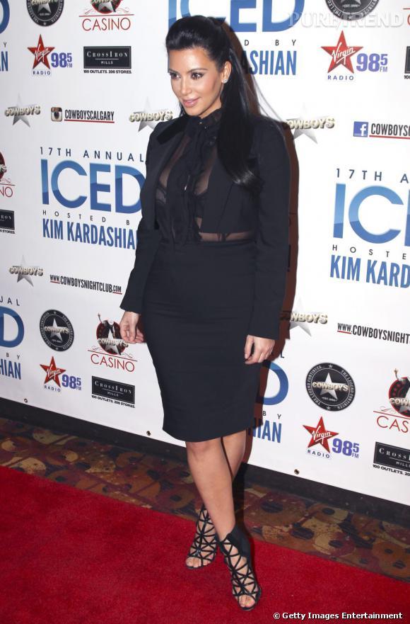 Kim Kardashian enceinte est invitée d'honneur à une soirée au Canada.