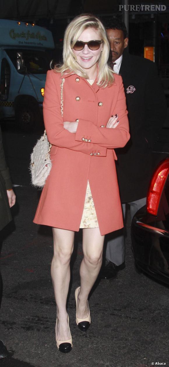 Kirsten Dunst et son manteau corail  Chloé  .