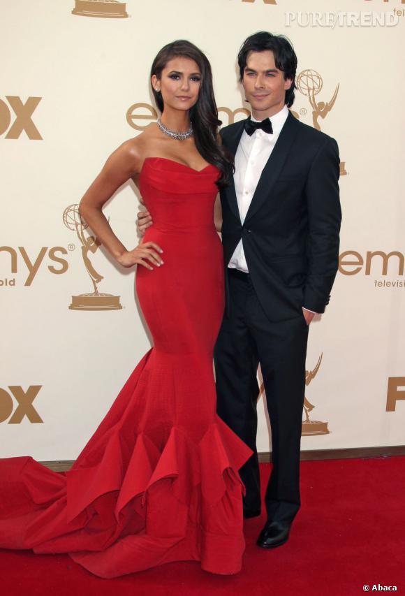 Nina Dobrev serait-elle fiancée à Ian Somerhalder ? C'est une bague aperçue sur le doigt de l'actrice qui a lancé la rumeur.