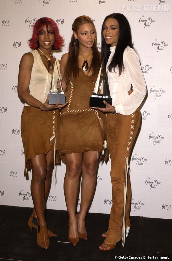 Les Destiny's Child en 2002 aux Annual American Music Awards. Les jeunes femmes sont visiblement toujours dans leur phase squaw.