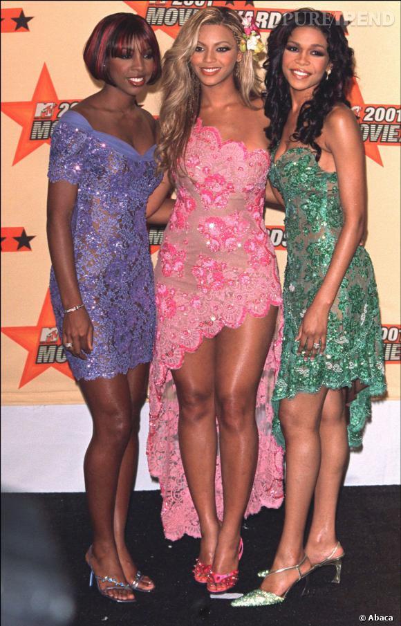 Les Destiny's Child en 2001 aux  MTV Movie Awards. Si le tissu est toujours coordonné, il se décline en trois couleurs cette fois-ci.
