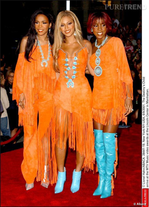Les Destiny's Child en 2001 aux MTV Video Music Awards. Plein feu sur l'allure néo-Pocahontas orange fluo.