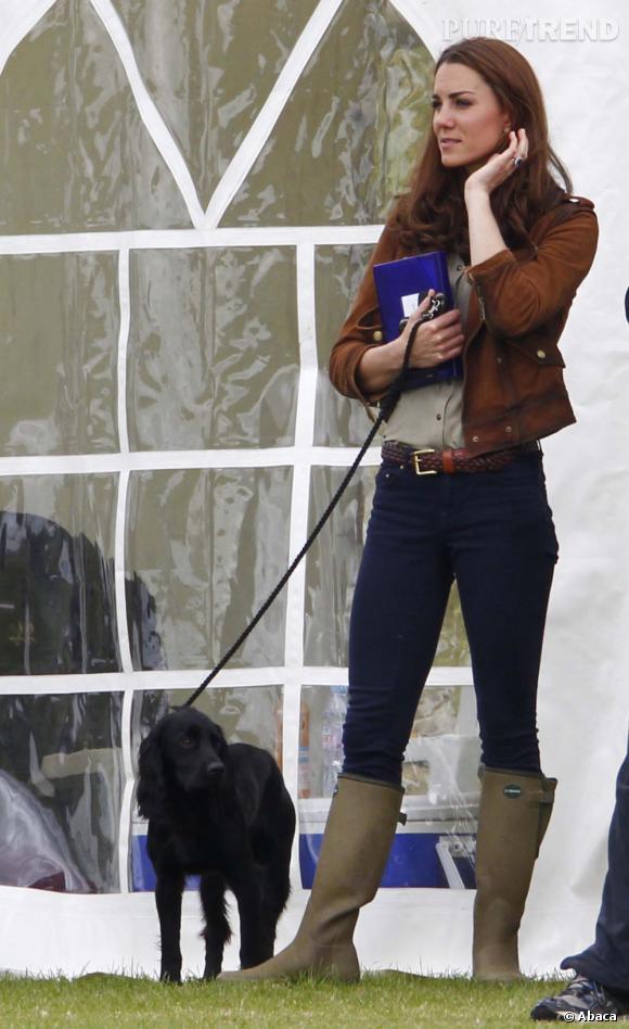 Kate Middleton et son chien Lupo qu'elle a emmené en balade avec elle ce week-end.