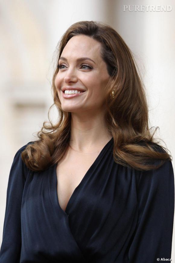 """Angelina Jolie : les confessions sur sa vie de famille """"tout à fait normale""""."""