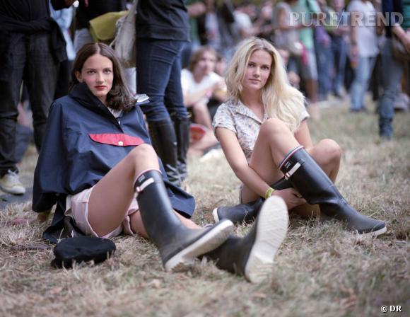 Kitsuné x Aigle : le parfait kit pour festivalier hype ! Miranda et Elektra Kilbey du groupe Saint Lou Lou