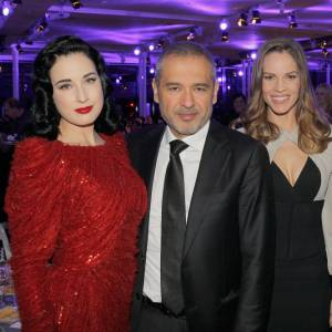 Dita Von Teese, Elie Saab, Hilary Swank et Laurent Fleury au dîner de la mode Sidaction à Paris.