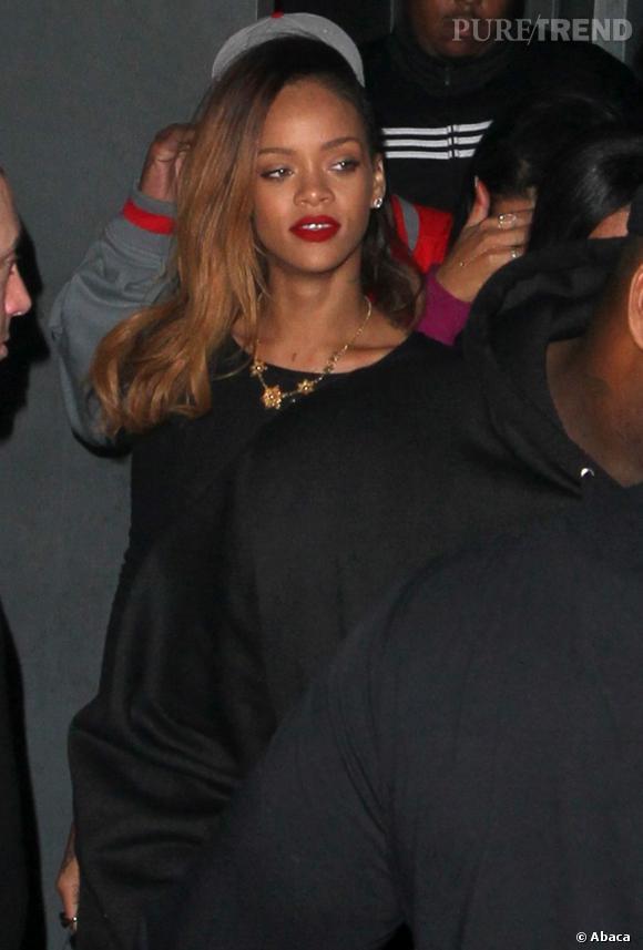 Rihanna, à la sortie d'un club à Hollywood : oops un sein !