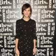 Alexa Chung aime les petites robes régressive qu'elle met à l'honneur sur tapis rouge comme lors d'une soirée Glamour.