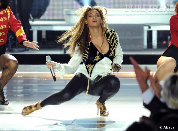 Sur scène, Beyoncé apprivois les talons aiguille comme personne. Tregging ou pas au World Music Award en 2008.