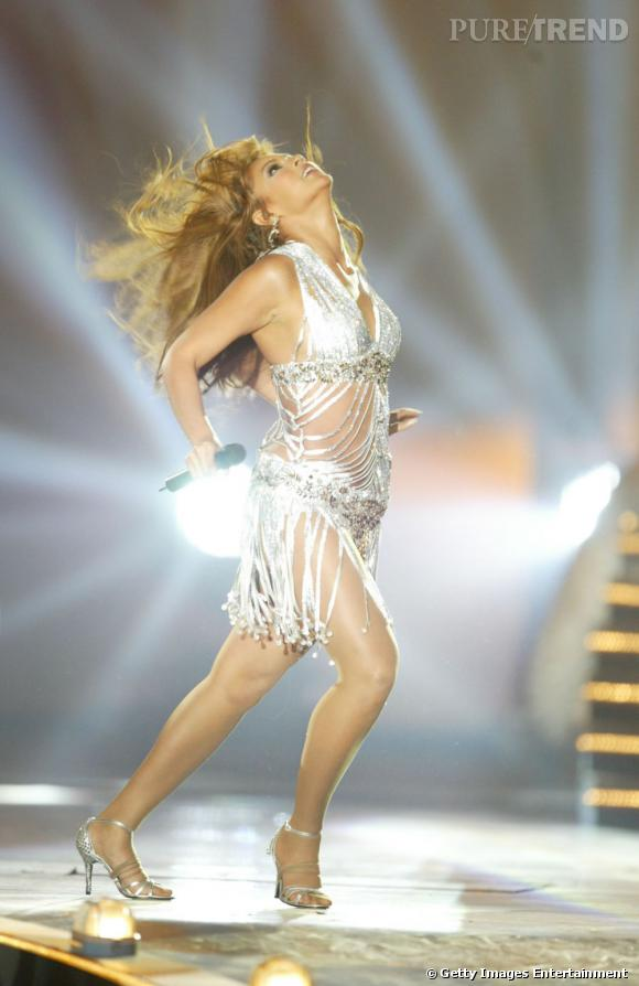 Beyoncé revisite à sa façon les années cabaret aux MTV EUROPE Music Awards en 2003.