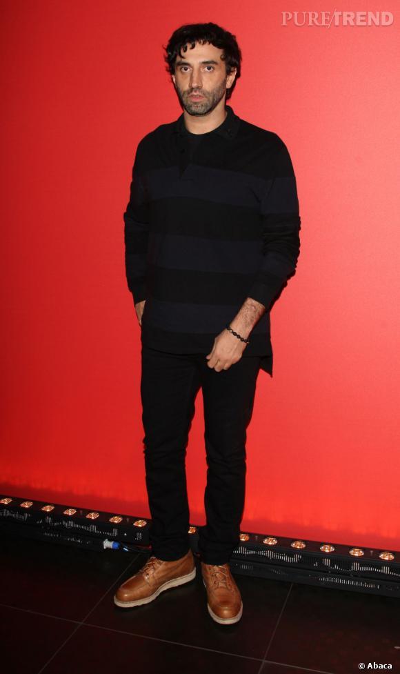Bernard Arnault reconduit le contrat de Riccardo Tisci qui signe pour 3 ans de plus chez Givenchy .