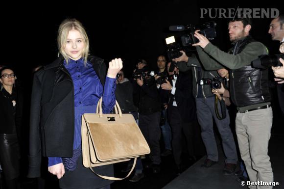 Chloë Moretz : un vrai bout de femme à la Fashion Week de Paris.